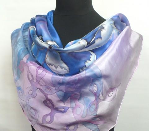 1092d6289d3 Modrý květ. Hedvábný šátek. modrý hedvábí luxusní hedvábný šátek ručně  malovaný krepdešín