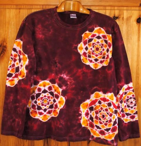 be05c1c45f27 Tričko - Květy v červeném víně batika přírodní hnědá mandala hippie bohémský