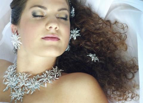 a0052f3e3d0 Ledová tříšť originální modrá bílá souprava krajka luxusní stříbrná  paličkovaná svatební společenská