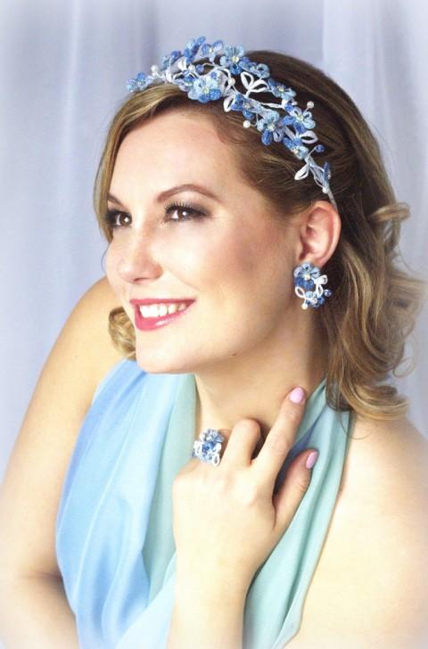 67f7f854f35 Svatební pomněnky spona modrá bílá barevná ozdoba čelenka krajka luxusní  paličkovaná pomněnky účes