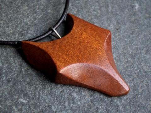 0c98fbcaf Dřevěný šperk - liška dřevo řezbářství náhrdelník nerez mahagon liška